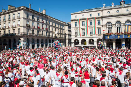 pays: Crowd of people dressed in white and red at the Summer festival of Bayonne (Fetes de Bayonne), France
