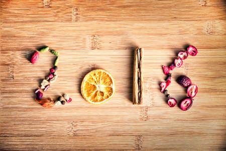 2016 geschreven met kruiden op houten achtergrond Stockfoto