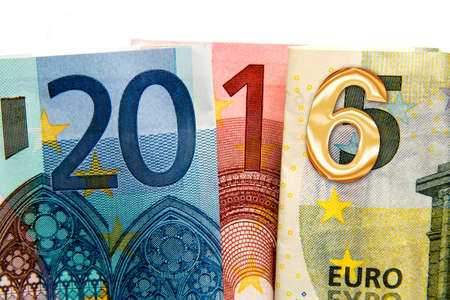 banco dinero: Cierre para arriba en 2016 con notas por escrito de euros bancarias Foto de archivo