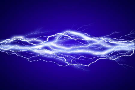 energia electrica: fondo de efecto de relámpagos en el cielo azul Foto de archivo
