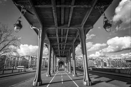 bir: Bir Hakeim bridge in Paris, France