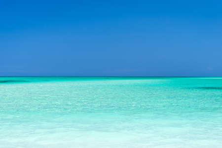 ターコイズ ブルーの海と空、カヨ Levisa、キューバ