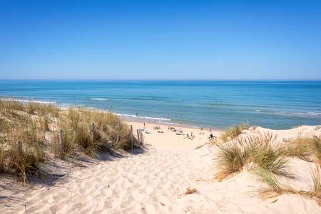 duna: La duna y la playa de Lacanau, Océano Atlántico, Francia Foto de archivo