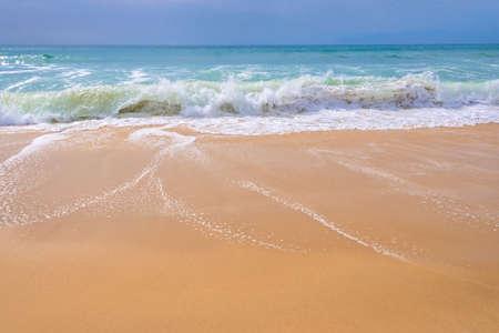 Atlantische Oceaan, vooraanzicht van golven op het strand Stockfoto