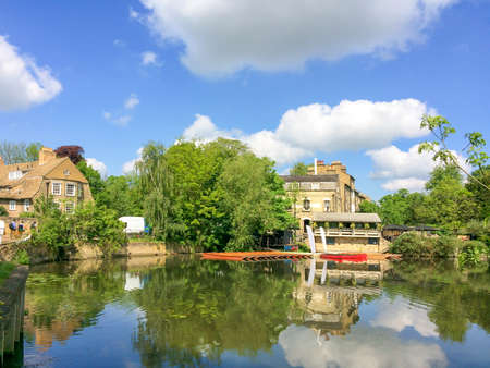 cambridgeshire: View of the river Cam with punt boats in Cambridge, UK