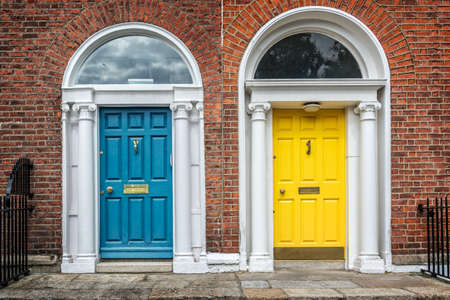Blue and yellow classic doors in Dublin, example of georgian typical architecture of Dublin, Ireland 스톡 콘텐츠