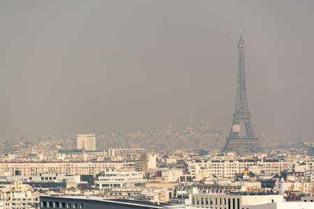 Aerial view of the Eiffel tower in the fog in Paris. City air pollution concept 免版税图像 - 101644720