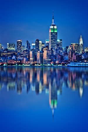 New York skyline with water reflections  at night Фото со стока - 114887275