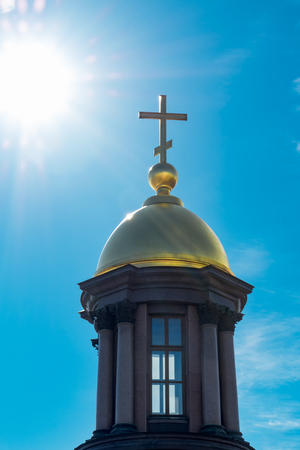 Gold dome and a cross on a background of blue sky and bright sunlight. 写真素材 - 102551168