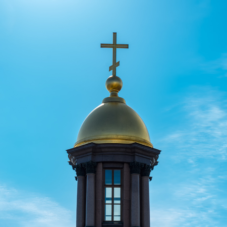 Gold dome and a cross on a background of blue sky. 写真素材 - 102909773
