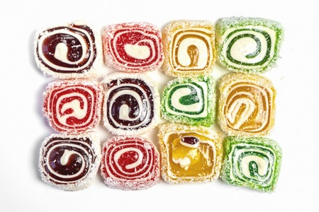 Sweet candy background. Colored candy on white background. Top view Standard-Bild