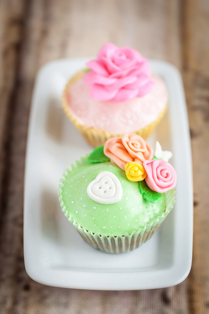 sugarcraft: Shabby chic cupcakes decorated with sugarpaste flowers