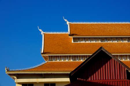 Dach-Tempel Temple Dach und klarer Himmel. Thailand-Tempeldach. Kunstarchitekturdach. Thai-Stil Tempel Dach