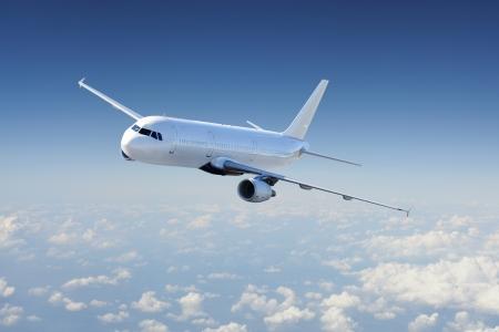 Avion claire dans le ciel - avion de passagers / avion