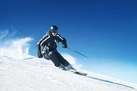 narciarz: Narciarz w wysokich górach - alpejski Zdjęcie Seryjne