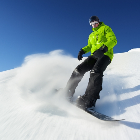 Snowboarder on pise in high mountains Banque d'images