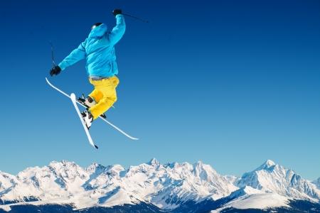 Skier in het hooggebergte
