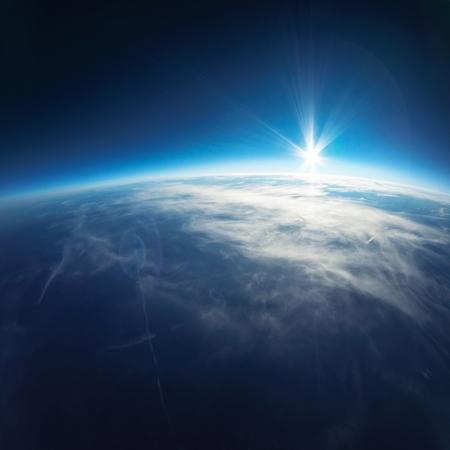 Près de la photographie spatiale - 20 km au-dessus de vraie photo de terre Banque d'images - 21971300