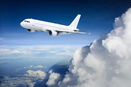 Vliegtuig in de lucht - Passenger Airliner vliegtuigen Stockfoto