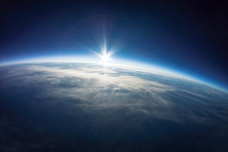 근처의 우주 사진 - 지상 실제 사진 위에 20km