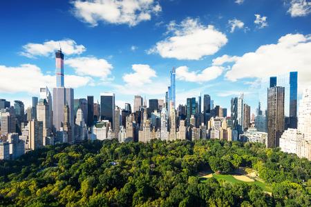 cenital: Nueva York - vista al parque central en Manhattan con el parque en el d�a soleado - ver aves incre�bles Foto de archivo