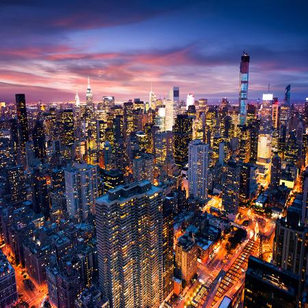 noche: Gran manzana después de la puesta del sol - manhattan de Nueva york en la noche