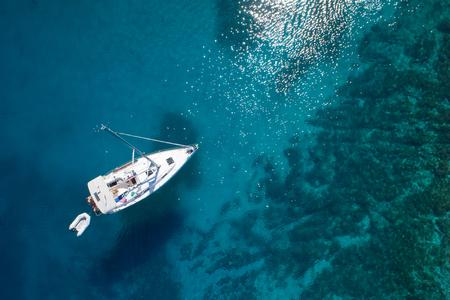 geweldig uitzicht op de boot, helder water - Caribbean Paradise Stockfoto