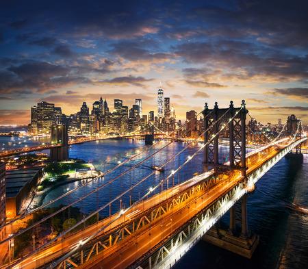 New York City - beautiful sunset over manhattan with manhattan and brooklyn bridge Standard-Bild