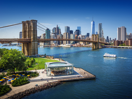 Brooklyn Bridge in New York City - aerial view Standard-Bild