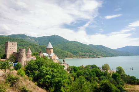 View of the old fortress of Ananuri on the Aragvi River, Georgia. Imagens
