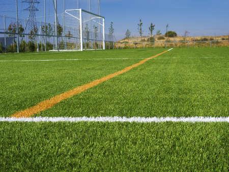 cancha de futbol: Fútbol marcado con líneas meta neta Foto de archivo