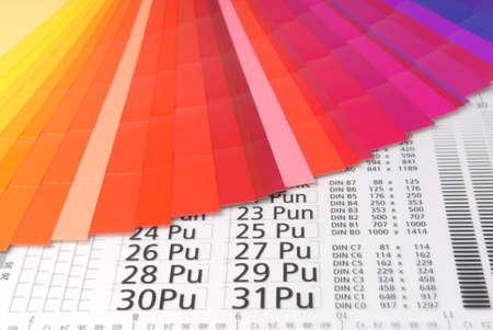 Typometer mit Farbe Proben.  Lizenzfreie Bilder