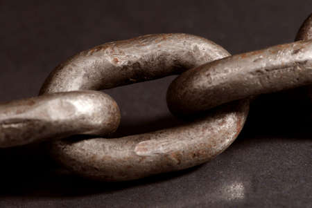 catena: Old weathered industrial steel chain.