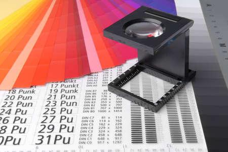Leinen-Tester mit typometer und Farbmuster.