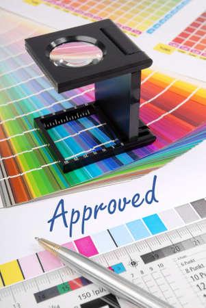 Anerkannt - Charakteristik Bild für die Pre-Press-und Druckindustrie.