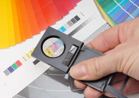 Leinen-Tester mit Farbmuster.