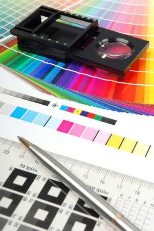 Leinen-Tester mit typometer und Farbmuster. Lizenzfreie Bilder