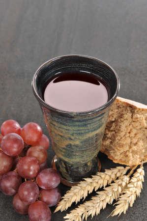 Brood en wijn voor sacrament of communie Stockfoto