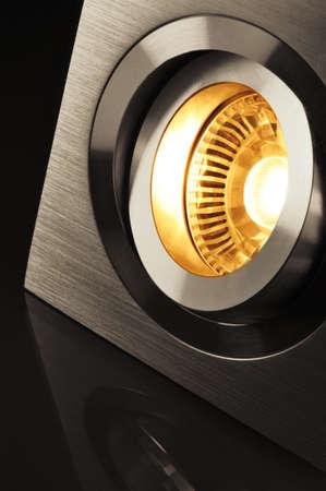 Makro Detail einer warmweiß COB-LED in Aluminium-Lampenfassung