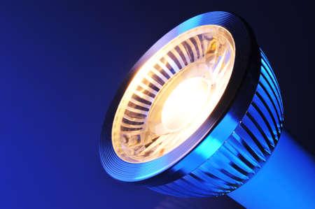 Makro Detail einer warmweiss COB-LED im blauen Scheinwerfer Standard-Bild
