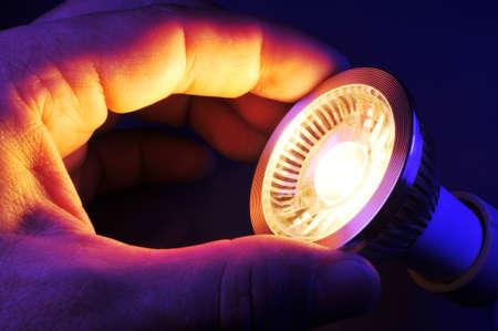 Ändern einer LED in der Nacht in blauen Scheinwerfer Standard-Bild