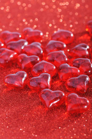mother'sday: Red glass-hearts on red sparkle background