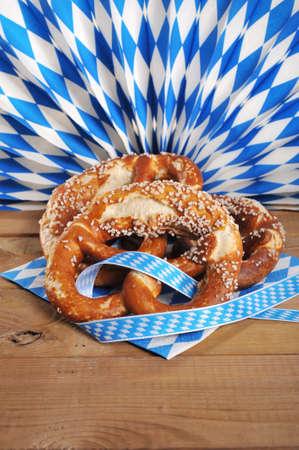 Drei original bayerischen Salzbrezeln weichen vor bavarian Diamant fan Standard-Bild