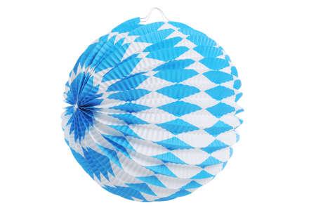 papierlaterne: Original bayerischen Papierlaterne aus Deutschland mit Rautenmuster. Klassische Bierzelt Dekoration. Isoliert auf wei�.