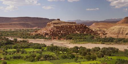 Ait Ben Haddou - 13. April: Ait Ben Haddou in der Nähe von Ouarzazate am Rande der Sahara in Marokko. Berühmt für es als in vielen Filmen wie Lawrence von Arabien, Gladiator verwenden. Marokko, 13. April 2013. Standard-Bild - 26390163