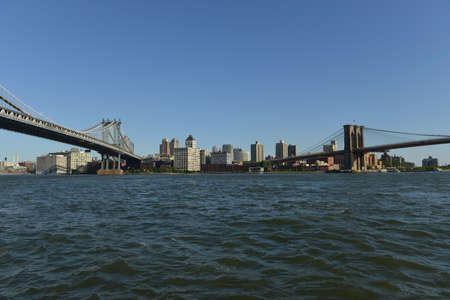 lower east side: Vista de los puentes de Manhattan y Brooklyn en el Lower East Side