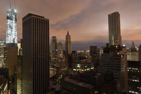 ロウアー ・ マンハッタン得る力を落とす都市のハリケーン サンディいくつかの部分の結果としての停電の後の夕日 写真素材