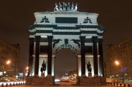 나폴레옹에 대한 러시아의 승리를 기념하는 모스크바의 한 아치. 에디토리얼