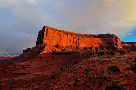 monument valley view: View of Monument Valley at sunset.