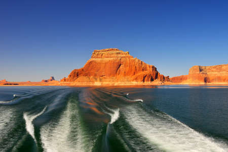 cruising: Cruising along Lake Powell towards Rainbow Bridge Arch